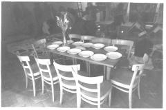 6 der Tisch, Saal Restaurant Weiss Kreuz, Felsberg, 1980